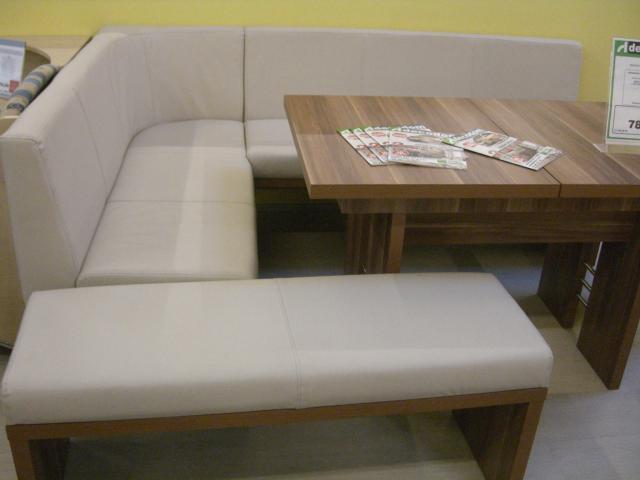 Úsilie o útulný a teplý domov - inšpirácie - miesta bude dost,ale mam rada utulne sedenie :)