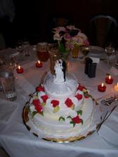 takový dort budeme mít jen bez těch červených růžiček