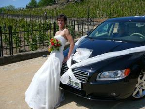 nevěsta s autíčkem...Volvo S80 V8 :o)