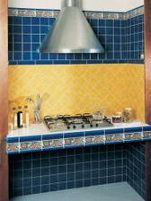 žlutý obklad do kuchyně
