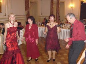 Všetci v červenom :-)..