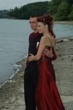 rok poté - na svatbě u švagrové...
