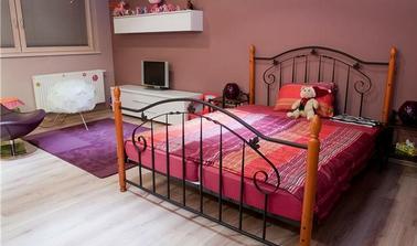 krásna posteľ
