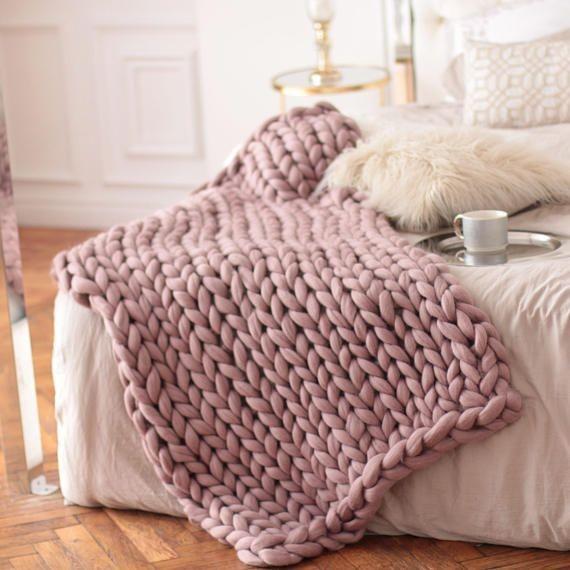 Hrejivé deky ,plêdy,prehozy na posteľ.pletene z z hrubej vlny // zloženie acryl,ovčie runo// pletené na hrubých ihluciach alebo na rukách . Pre mňa topka , medené a krásne - Obrázok č. 3
