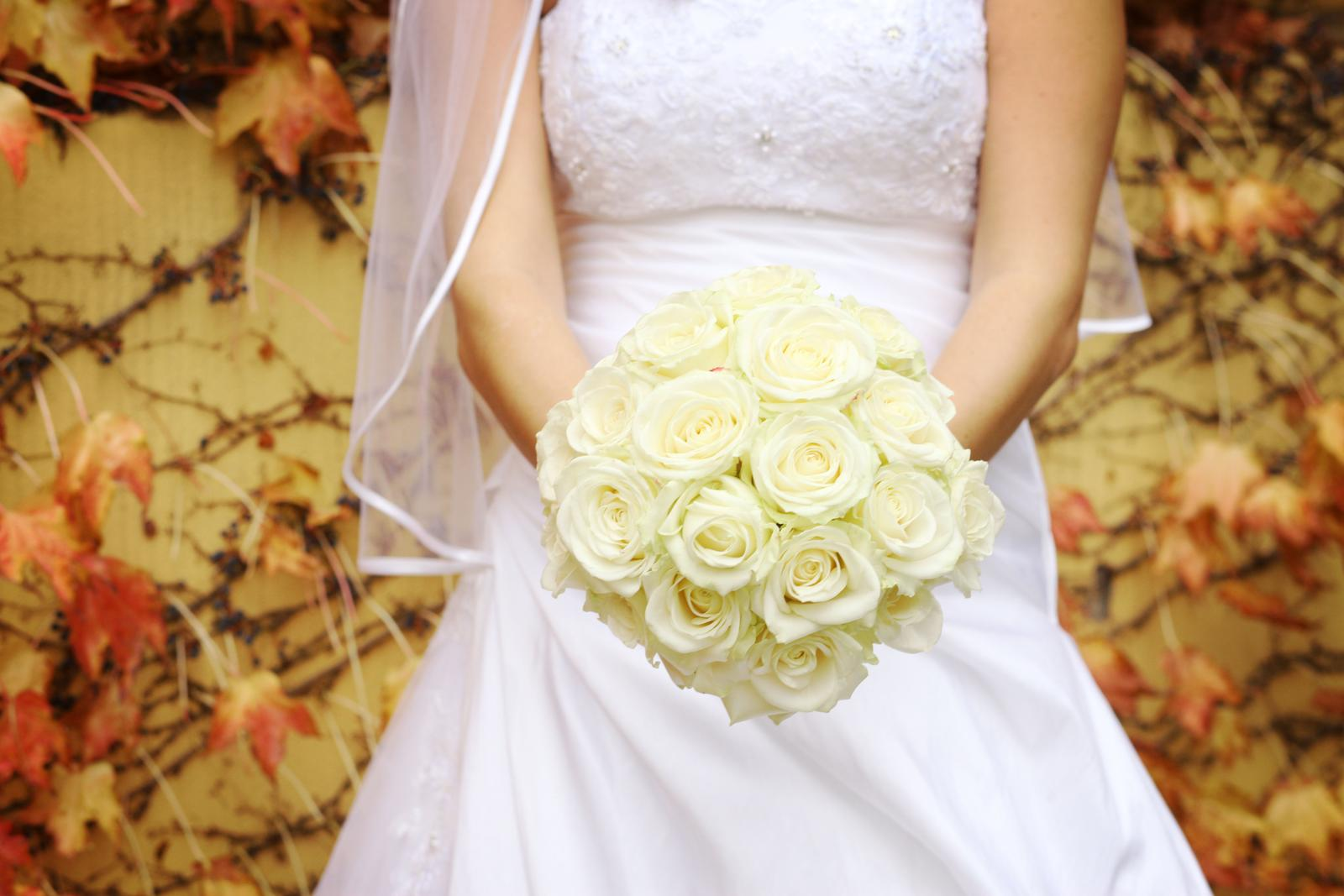 Gabriela Turanská - aranžmány - Svadobna kytica biele ruze