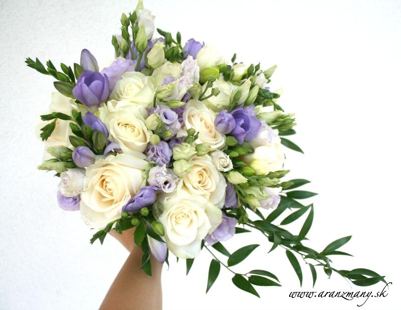Gabriela Turanská - aranžmány - Fialovo biela svadobna kytica