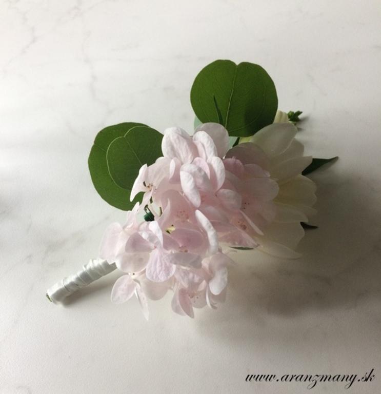 Elegantná svadobná kytica z hortenzií a frézií - Obrázok č. 2