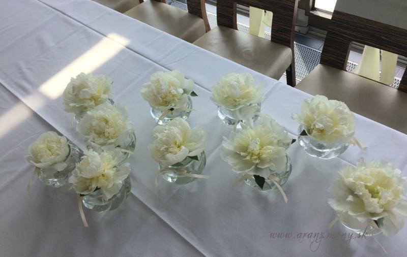Svadobná kytica z pivoniek - vazicky pripravene