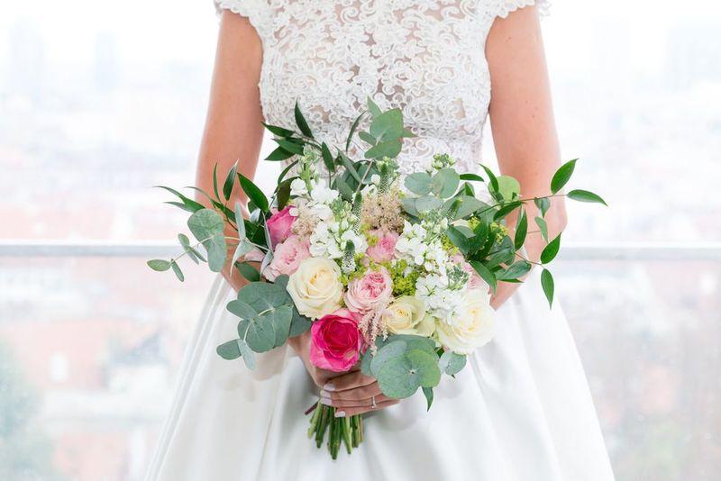 Gabriela Turanská - aranžmány - Strapatá green svadobná kytica