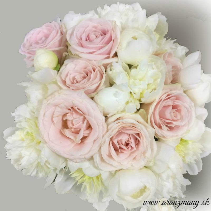 Gabriela Turanská - aranžmány - svadobna kytica pudrove ruze a biele pivonie