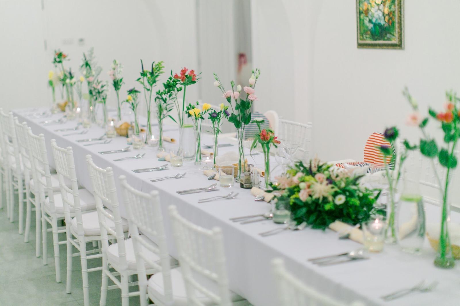 Lúčna svadba - Jemna vyzdoba vo vazickach.