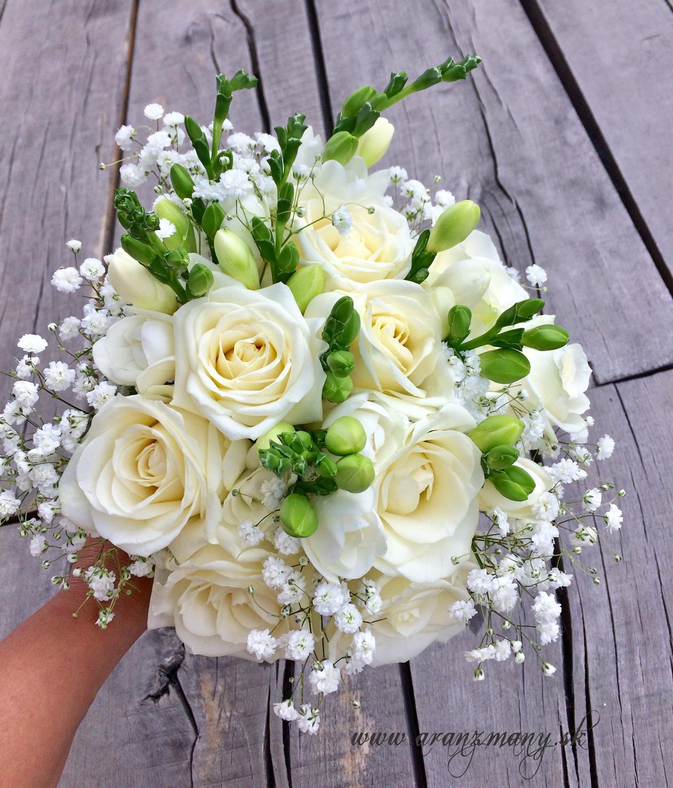 Gabriela Turanská - aranžmány - svadobná kytica ruže,frézie,gypsomilka