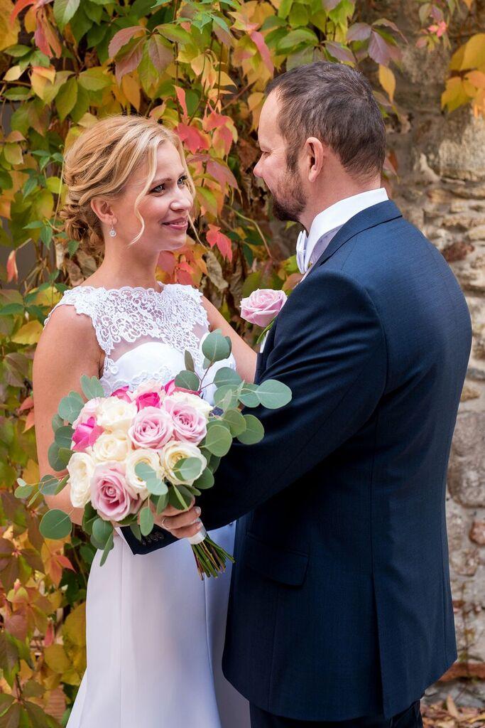 Gabriela Turanská - aranžmány - Kytica pastelove ruze na jesennej svadbe