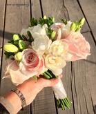 Svadobná kytica ruže a frézie