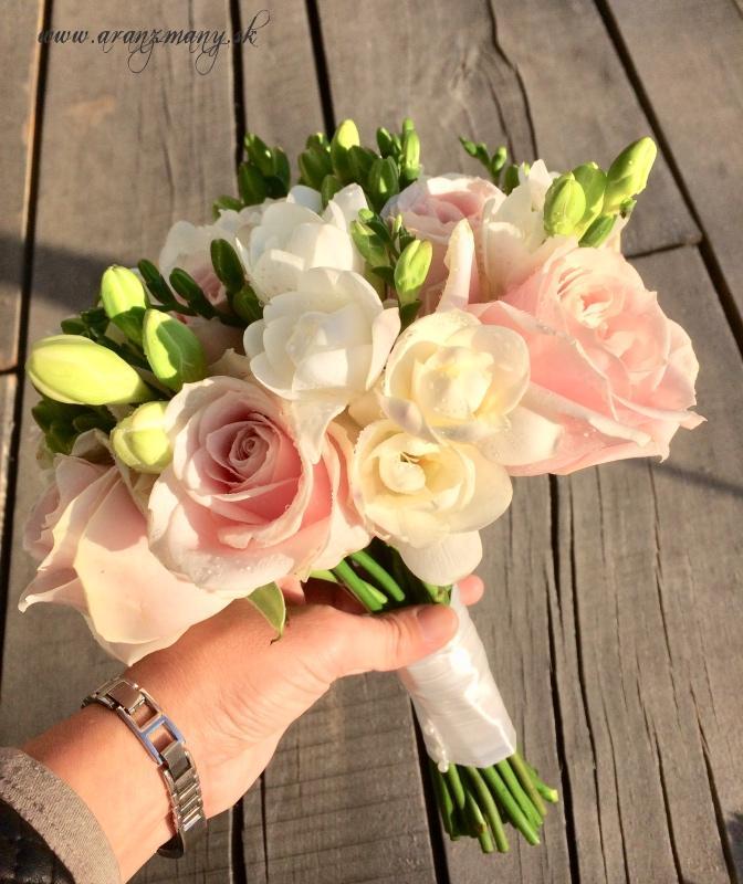 Gabriela Turanská - aranžmány - Svadobná kytica ruže a frézie