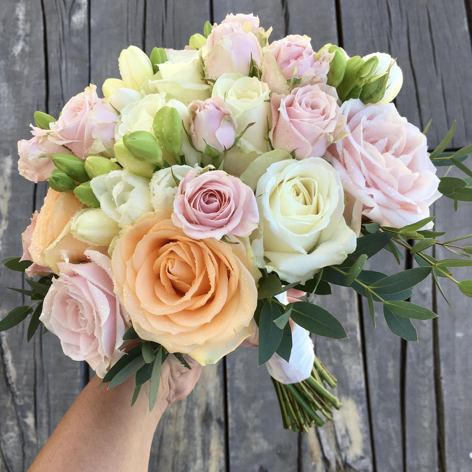 Gabriela Turanská - aranžmány - Pastelová svadobná kytica