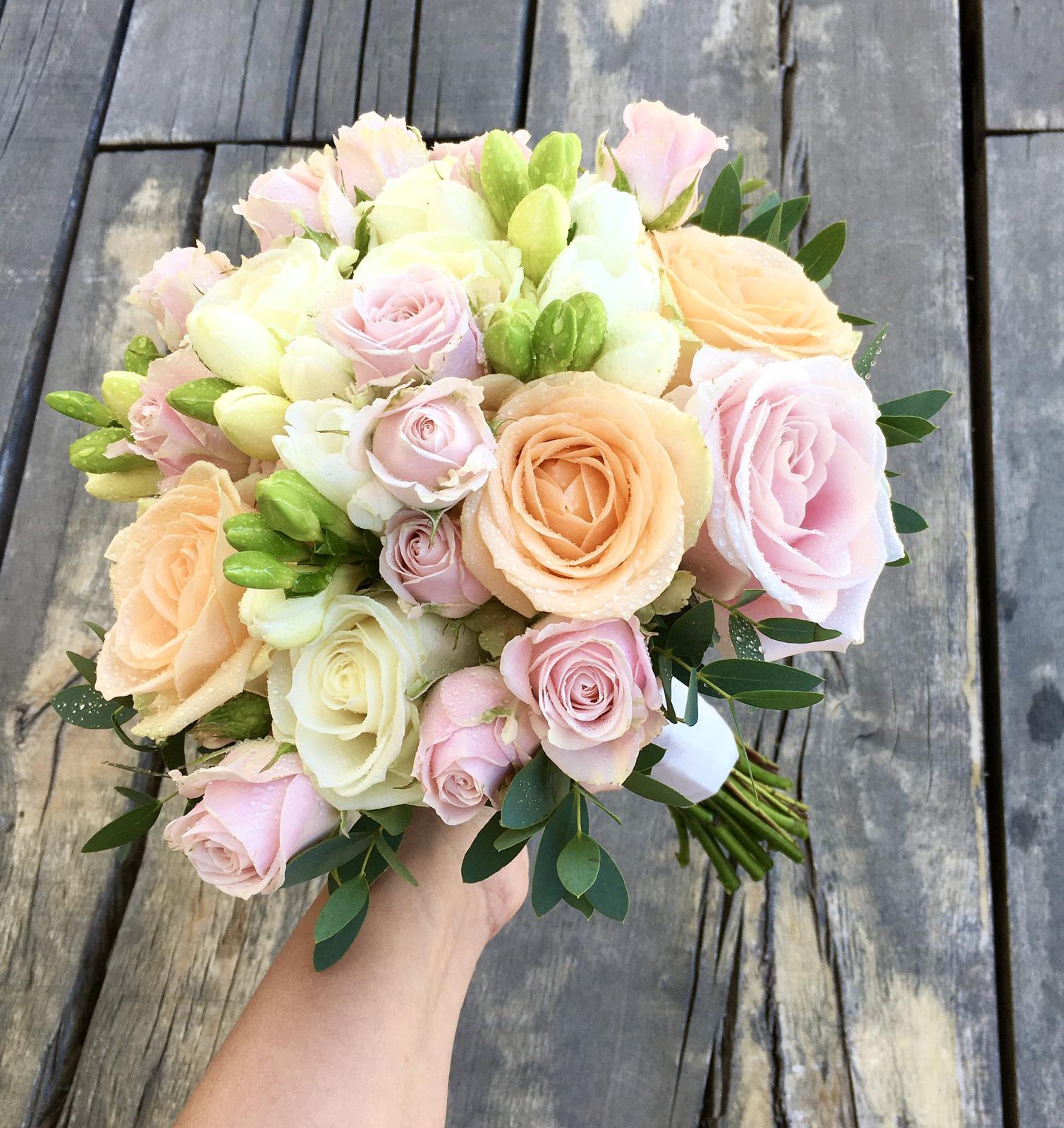 Letná pastelová svadba - pastelová svadobná kytica