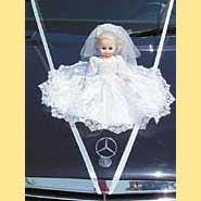 Ozdoba na mé auto.Panenka bude mít bílé šatičky s růžovým lemováním