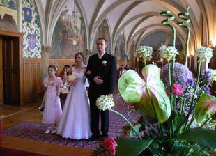 slíbili jsme si věrnost a lásku a spojili své životy v krásný svazek manželský.Už není jen Já, začalo nám krásné My.