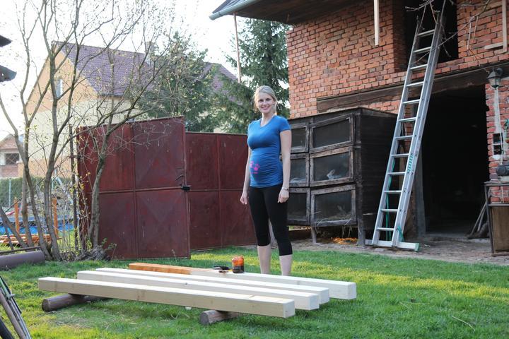 Tak jde čas aneb jak si stavíme sen :-) - Těhule bambule - jde se natírat:-)