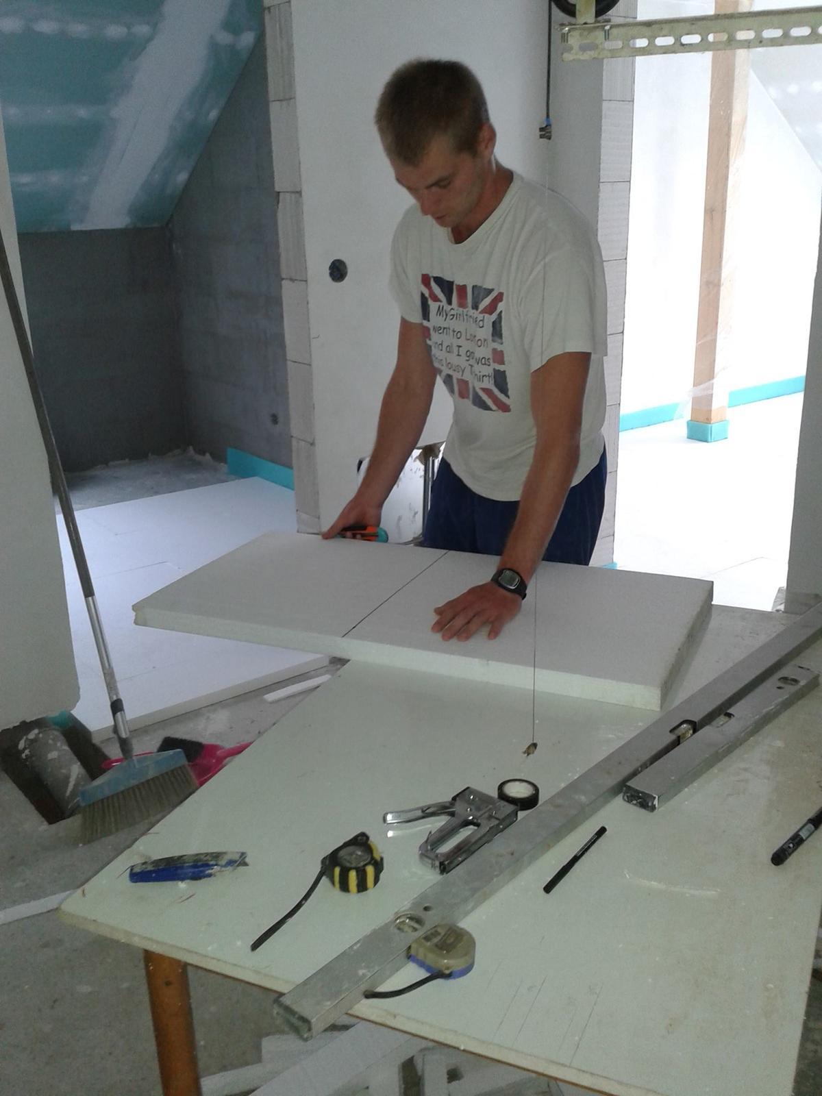 Tak jde čas aneb jak si stavíme sen :-) - Manželova výroba-řezačka na polystyren
