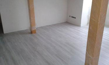 Podlaha v podkroví hotová - ještě bez lišt.