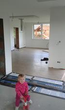 Podlaha v kuchyni nachystaná, může se začít s montáží kuchyňské linky