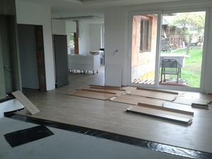 a pokračujeme v pokládání podlahy