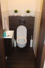 Záchod víceméně hotový....ještě musím dokoupit držák na mýdlo na zeď...