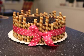 Dnes nás čeká oslava svátku naší Kačenky a jelikož jsme v létě nestihli oslavu narozenin s dortem, dostane ho na svátek :-D