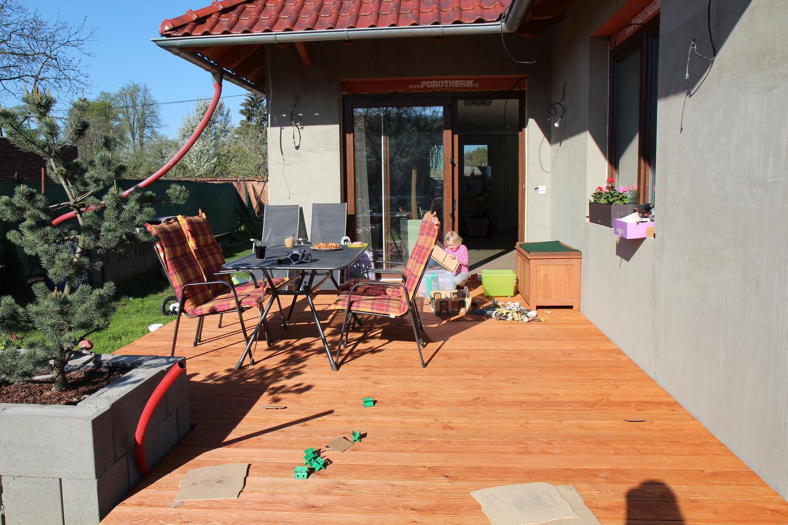 Tak jde čas aneb jak si stavíme sen :-) - 1. ranní kafíčko na nové terase :-)