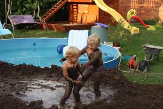 Když se ruší bazén, je aspoň bahenní lázeň :-)