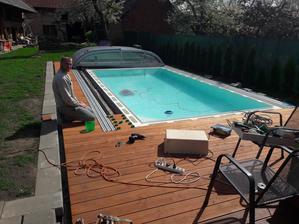 S bazénem se blížíme ke konci - dodělávka terasy
