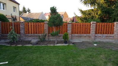 Nový plot ze starých cihel...aneb Luďa je borec😀