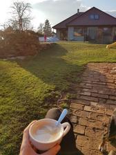 Letošní první kafíčko na zahradě :-D