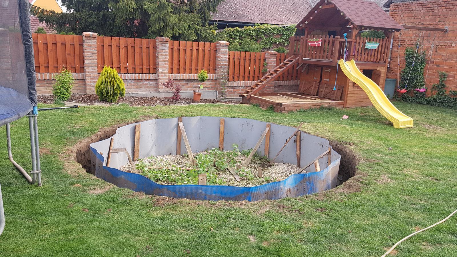 Tak jde čas aneb jak si stavíme sen :-) - Renovace trampolíny začíná