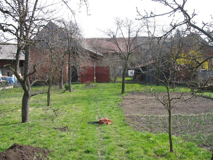 Tak jde čas aneb jak si stavíme sen :-) - Pohled do zahrady