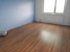 nova podlaha a rucne miesany odtien modrej farby, vydaril sa k spokojnosti :)