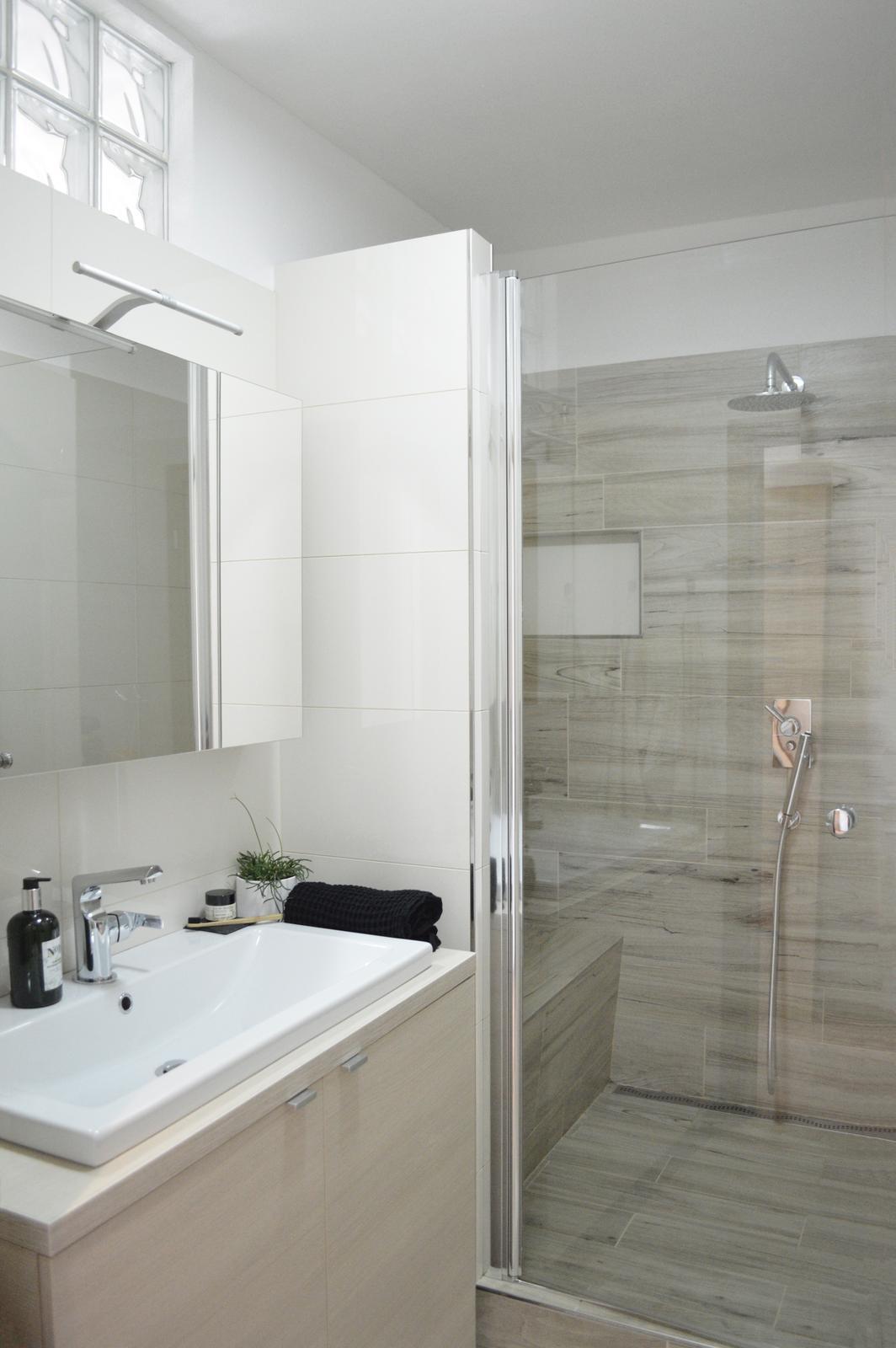 🖤 keď drobnosti robia radosť 🖤 - tie naše panelákové kúpeľne sú tak maličké... ale na hygienu stačia :)