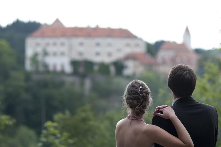 Lucie{{_AND_}}Jiljí - s výhledem na hrad Bítov