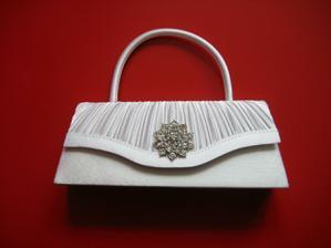 Moje svatební kabelčička,ponese svědkyně.