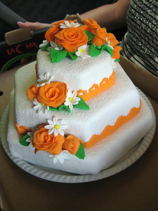 Helena Gargulová{{_AND_}}Pavel Uxa - Náš výborný dortíček,děkujeme mé svědkyni,že je tak šikovná :-)