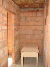2008.05.30_vymurane priecky - dolna chodba + dvere do kupelky