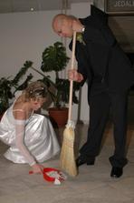 prvé manželské upratovanie