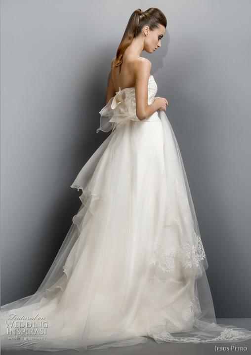 Wedding dresses - Bolo by odveci keby mala nevesta iba taký jednoduchý účes a do toho nejakú čelenku??