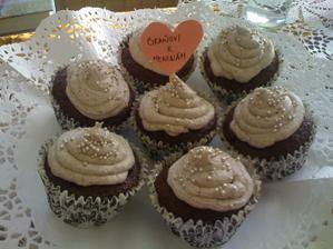 ...moje prvé cupcakes..ešte musím veľa trénovať :-)