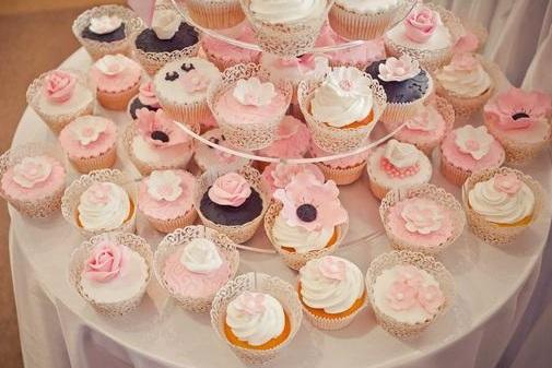 Ak niektorá hľadáte tieto košíčky na cupcake tortu, mám v bazáriku :-) - Obrázok č. 1