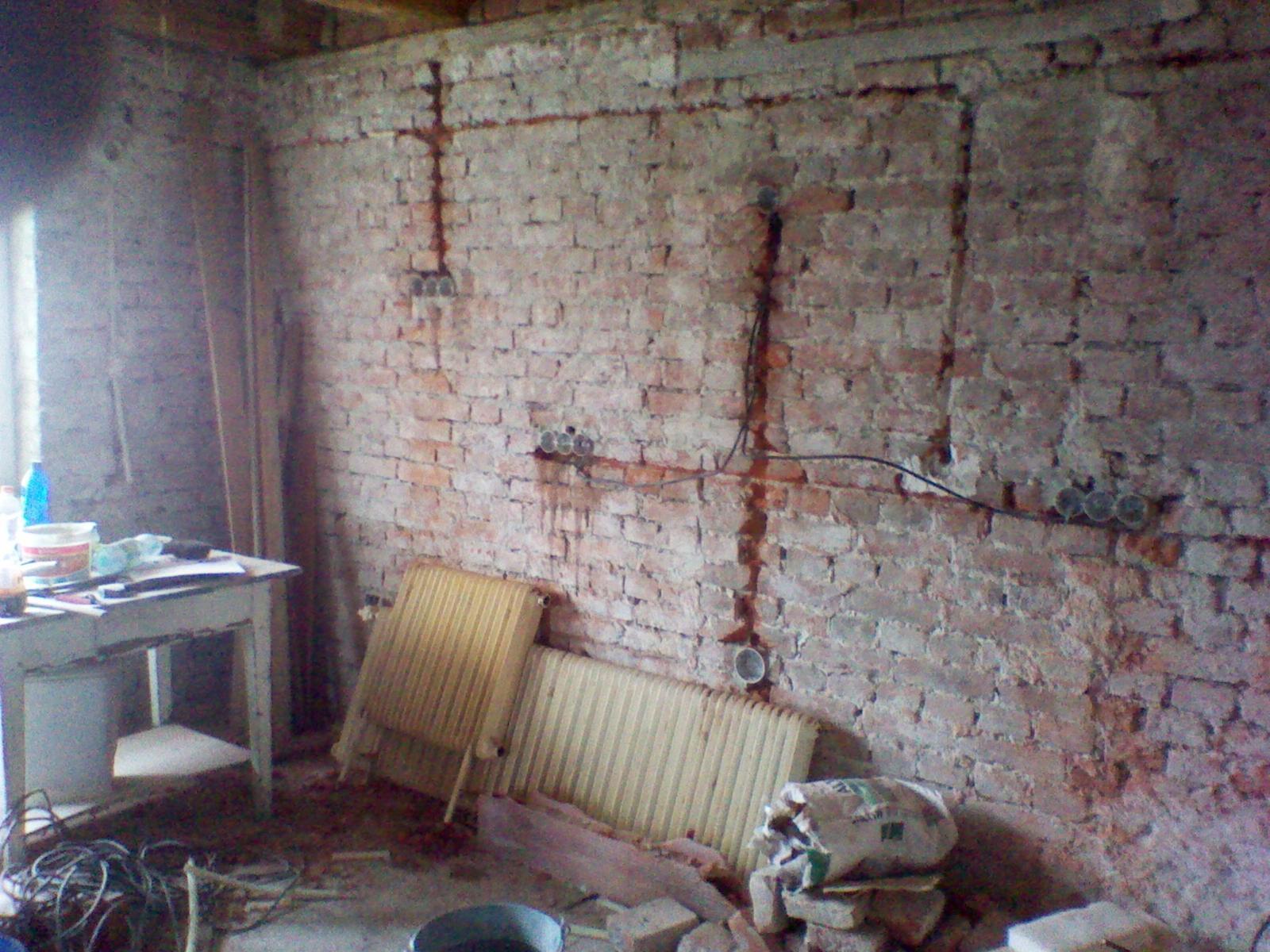 Rekonstrukce domu za 8 týdnů - kuchyn už s rozvody
