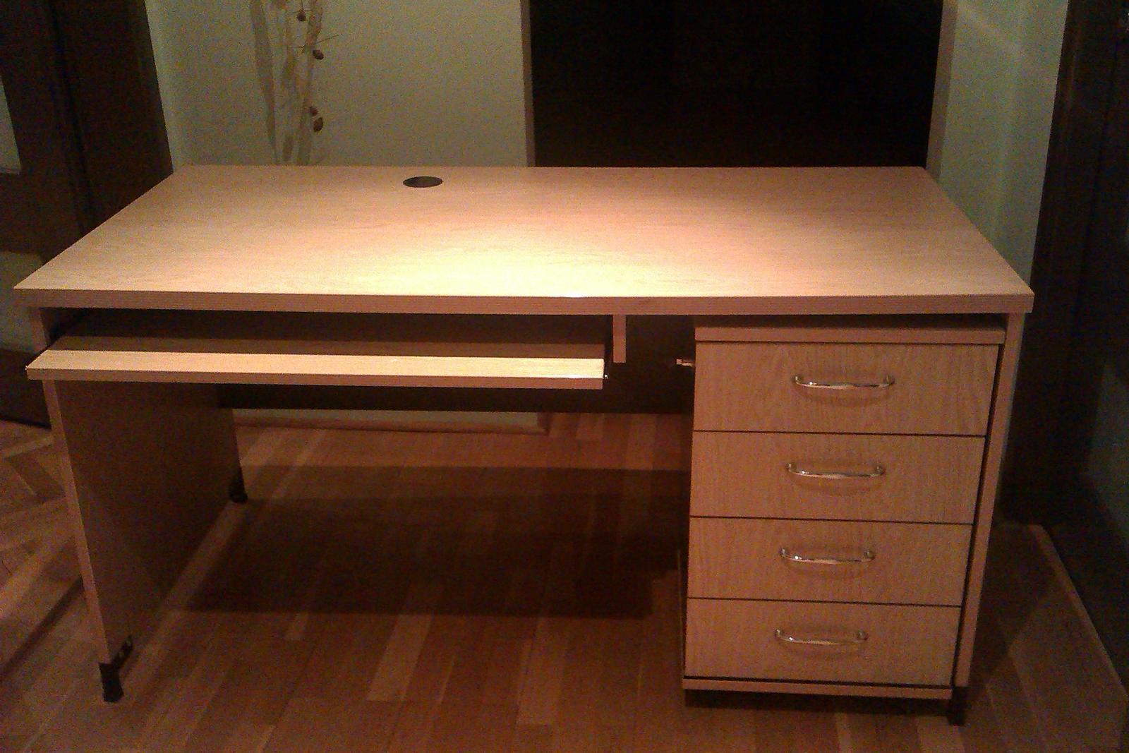 kvalitný stol k počitaču  - Obrázok č. 1