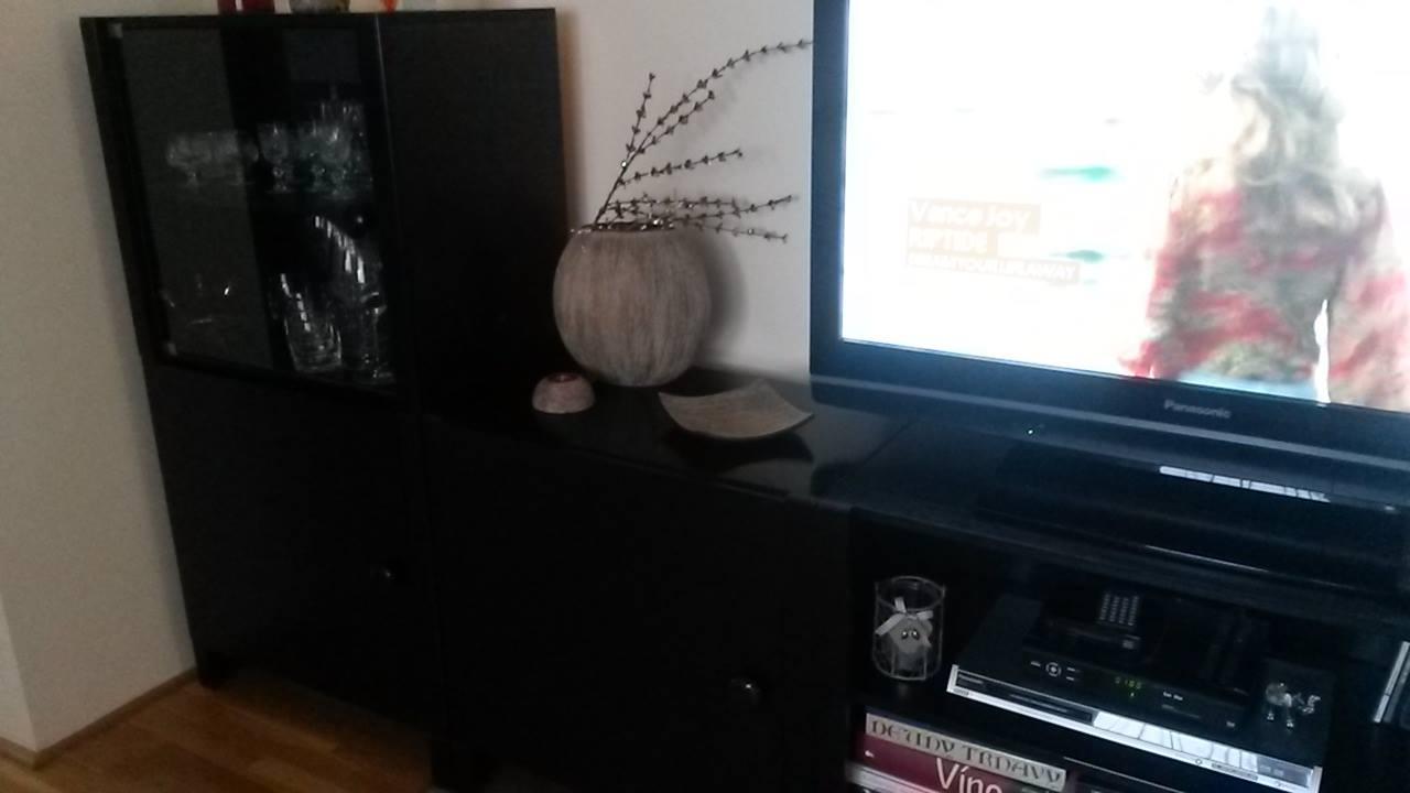 čierny nábytok - Obrázok č. 2